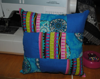 Here's another way to sew a 9 patch pillow using three different fabric prints.