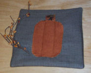 How to sew a pumpkin applique hot pad.