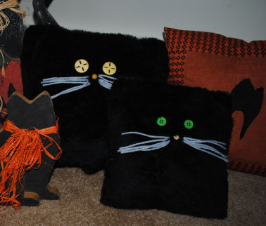 How to Make a Cute Halloween Black Fur Cat Pillow from just two pieces of square fabric!