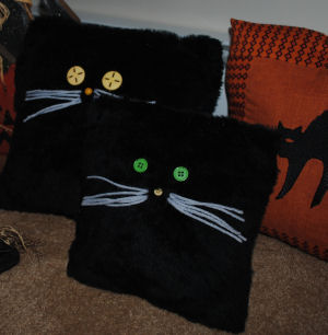 Aren't these easy to sew Halloween Black Fur Cat Pillows just adorable!