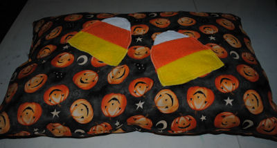 Felt candy corns sewn on top of a pillow...cute Halloween sewing project.