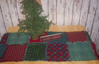 How to make a christmas raggedy table runner sewing for for Instructions to make christmas table decorations