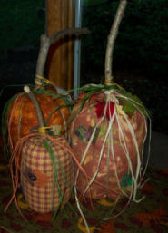 Free directions on easy to sew Country fabric pumpkins.
