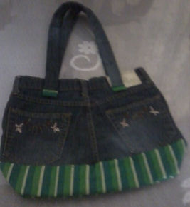 582780f304 How to sew a tote bag from old denim jeans.