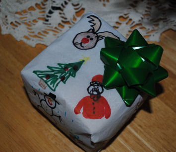 Christmas gift wrapping ideas: Child's artwork