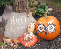 Unique ideas to decorate your pumpkins during Halloween time.