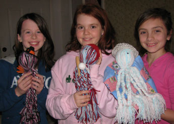 Group photo of easy to make Yarn Octopus!