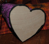 Just use a painted wooded heart as the base for the Halloween fabric kitty cat.
