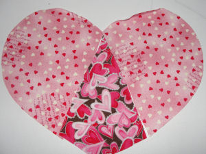 Make this easy to sew Valentine heart candle mat.