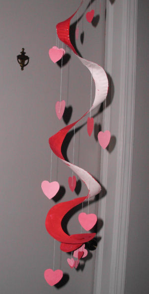 How to Make a Valentine Hearts Paper Plate Mobile Craft Project for kids. & How to Make a Valentine Hearts Paper Plate Mobile Craft Project for kids