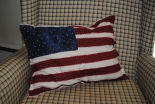 How to make a primitive raggedy flag pillow, patriotic projects to sew and quilt.