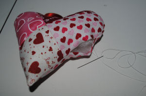 Free pattern for a handmade 4-patch hanging Valentine heart to sew