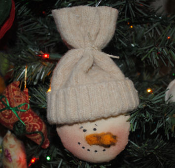 How to make a Primitive Snowman Face Ornament, sewing for Christmas ...