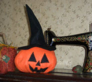 How to sew a pumpkin with a black witch hat.