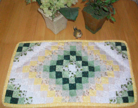 Table Runner And Placemat Quilt Pattern - Quilting | Quilt Patterns