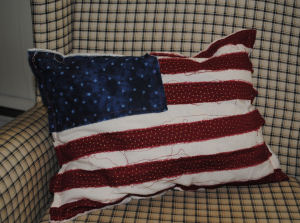 Easy to sew raggedy primitive americana flag pillow.