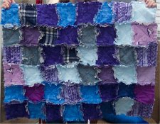 Cut slits around your entire quilt to make it raggedy.
