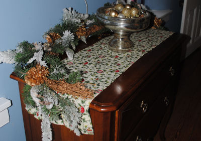 How to make a handmade ruffled Christmas table runner that is easy to sew.