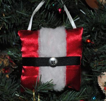 Handmade Christmas Tree Ornaments - How to make a Santa Pillow Tree ...