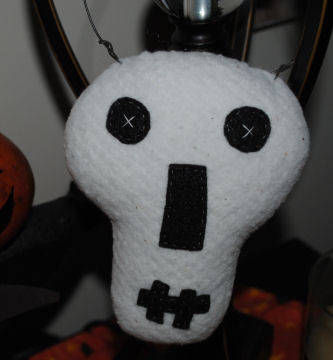This cute little Halloween skull craft was made from cotton quilt batting and black felt.