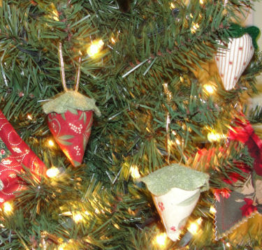 How to Sew a fabric strawberry tree ornament.