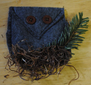 How to Make a Woodsy Felt Owl Christmas Tree Ornament.